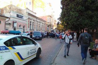 У Чернівцях поліцейське авто потрапило в ДТП з іще чотирма машинами