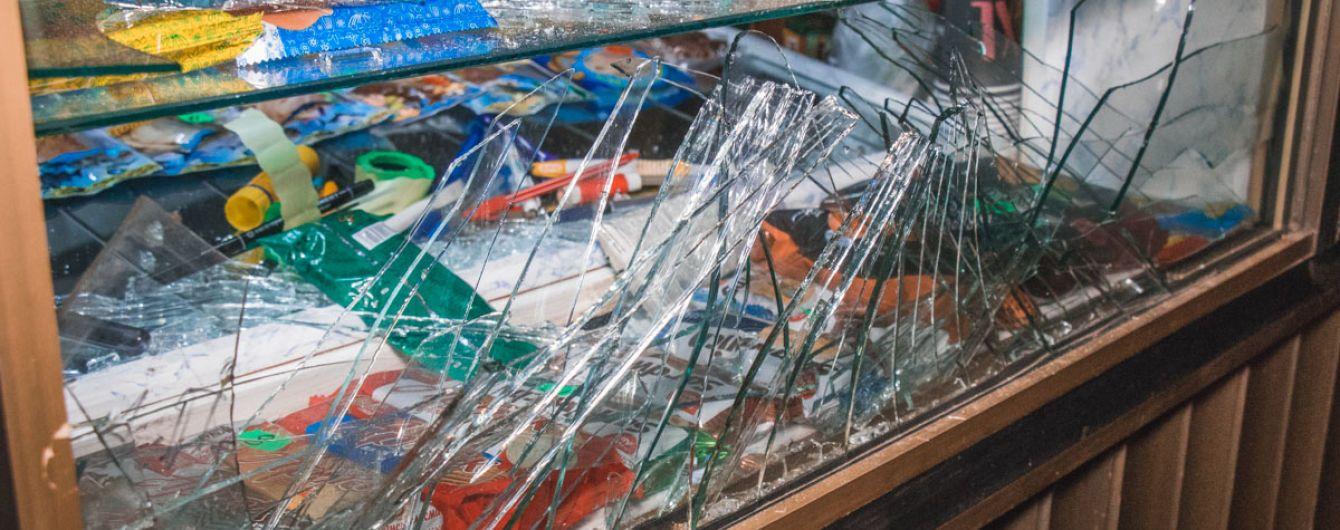 В Киеве мужчина бросил дымовую шашку в кафе за отказ продать ему алкоголь