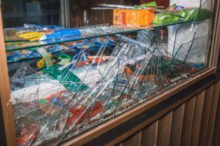 У Києві чоловік кинув димову шашку в кафе через відмову продати йому алкоголь