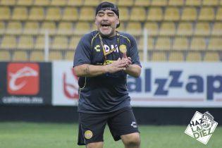 Марадона шалено станцював у роздягальні після перемоги свого нового клубу