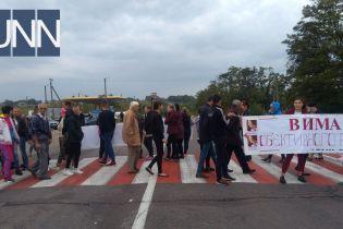 Мешканці Кіровоградщини перекрили трасу через зниклу Діану Хріненко