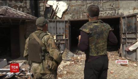 Восточный фронт. На Приазовье от взрывов снарядов загорелись дома