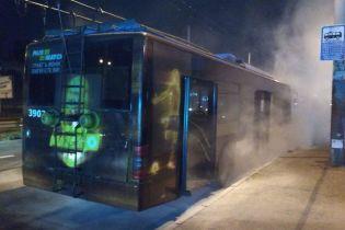 У Києві під час руху загорівся тролейбус