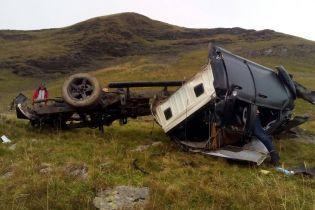 На Закарпатті двоє киян загинули, зірвавшись з гори на авто