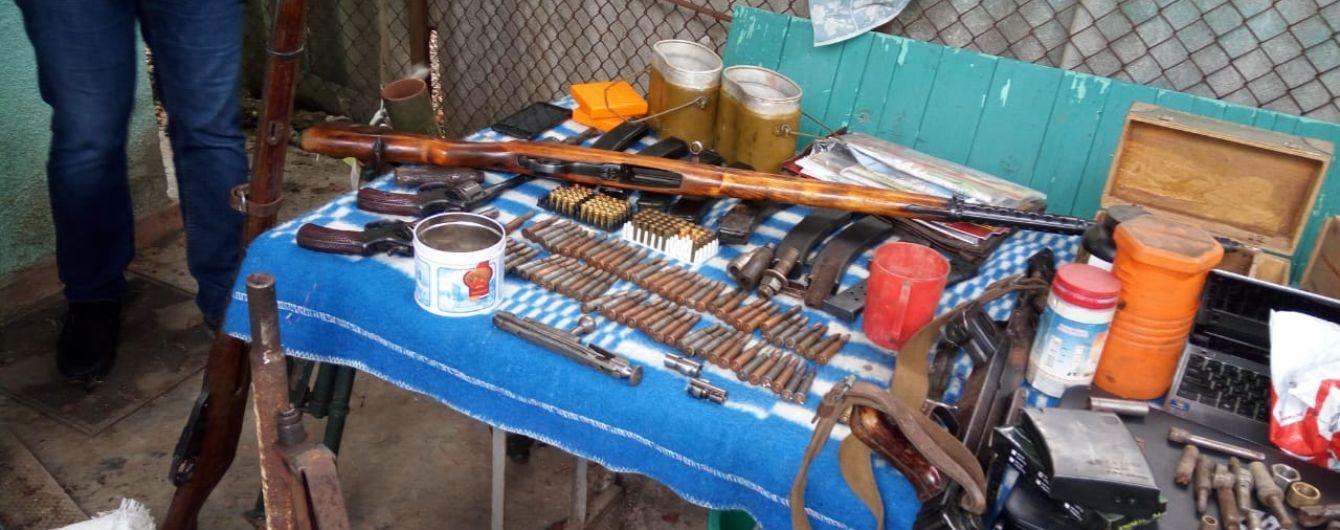 На Одещині у місцевого мешканця виявили арсенал зброї та боєприпасів