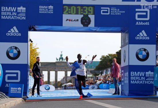 Кенійський бігун встановив фантастичний світовий рекорд у марафоні