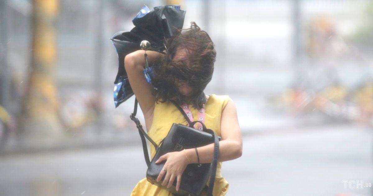 """Тайфун """"Мангхут"""" в Гонконге"""