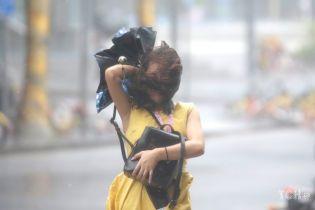 """На Китай надвигается супертайфун """"Лекима"""". Власти готовятся к удару стихии"""
