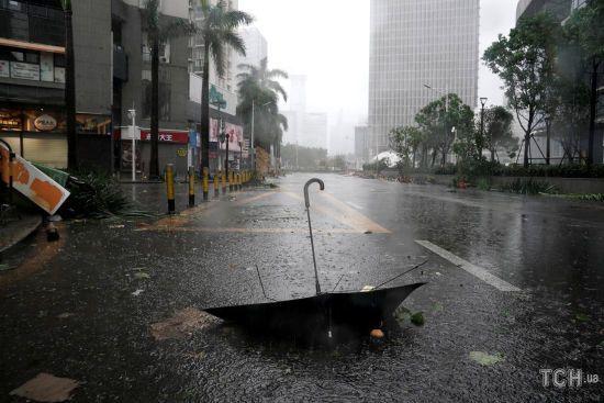 Кількість жертв тайфуну на Філіппінах сягнула 36 осіб. Негода вже вирує у Гонконзі
