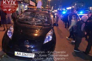 Водій таксі, який влетів у зупинку у Києві, ймовірно перебував під дією наркотиків - поліція