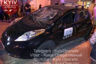 У Києві таксі Uber збило пішоходів на зупинці - соцмережі