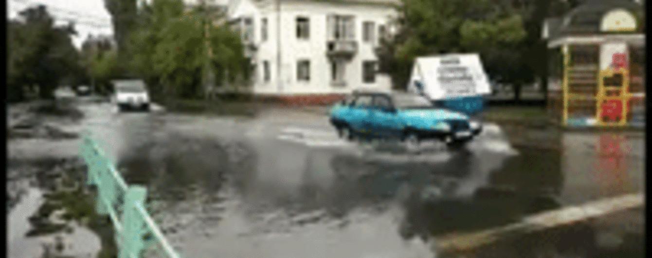 Залитые улицы и подтопленные дома: Бердянск пострадал после мощного ливня