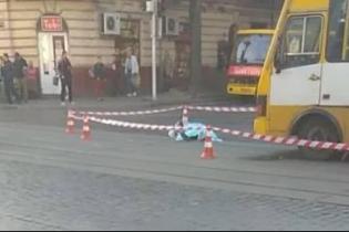 У центрі Львова маршрутка на смерть збила жінку