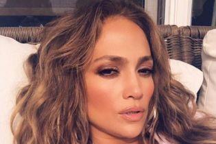 """49-летняя Дженнифер Лопес в сексуальном бикини продемонстрировала свой """"персик"""""""