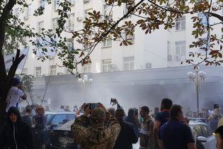 Слезоточивый газ и разбитые окна. К ГПУ из-за экстрадиции Тумгоева пришли пикетировать националисты