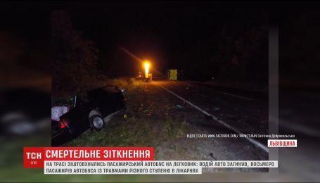 На Львівщині пасажирський автобус зіштовхнувся з легковиком