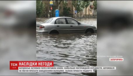 Почти три тысячи кубов воды откачали чрезвычайники с затопленных дворов Бердянска