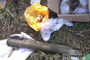 В автомобиле киевлянина на Херсонщине обнаружили гранатомет и килограмм наркотиков