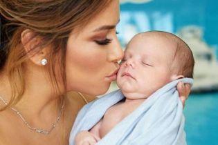 Молодая мама Лонгория поделилась трогательным снимком своего 4-месячного сынишки