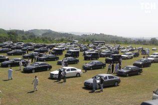 В Пакистане автопарк властей выставили на масштабную распродажу