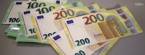 У Німеччині вперше показали нові банкноти 100 та 200 євро
