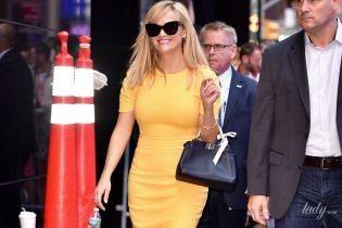 В яскравій сукні і з дорогою сумочкою: Різ Візерспун у Нью-Йорку