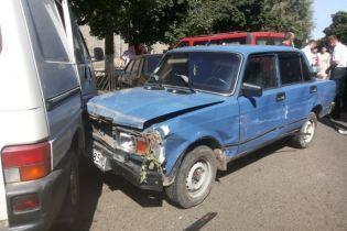 В Черновцах пьяный водитель повредил девять автомобилей на украденной машине