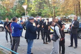 У Києві затримали іноземців зі зброєю - соцмережі