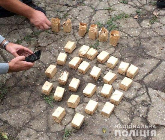 На Донеччині впіймали продавця викрадених під час пожежі військового складу боєприпасів