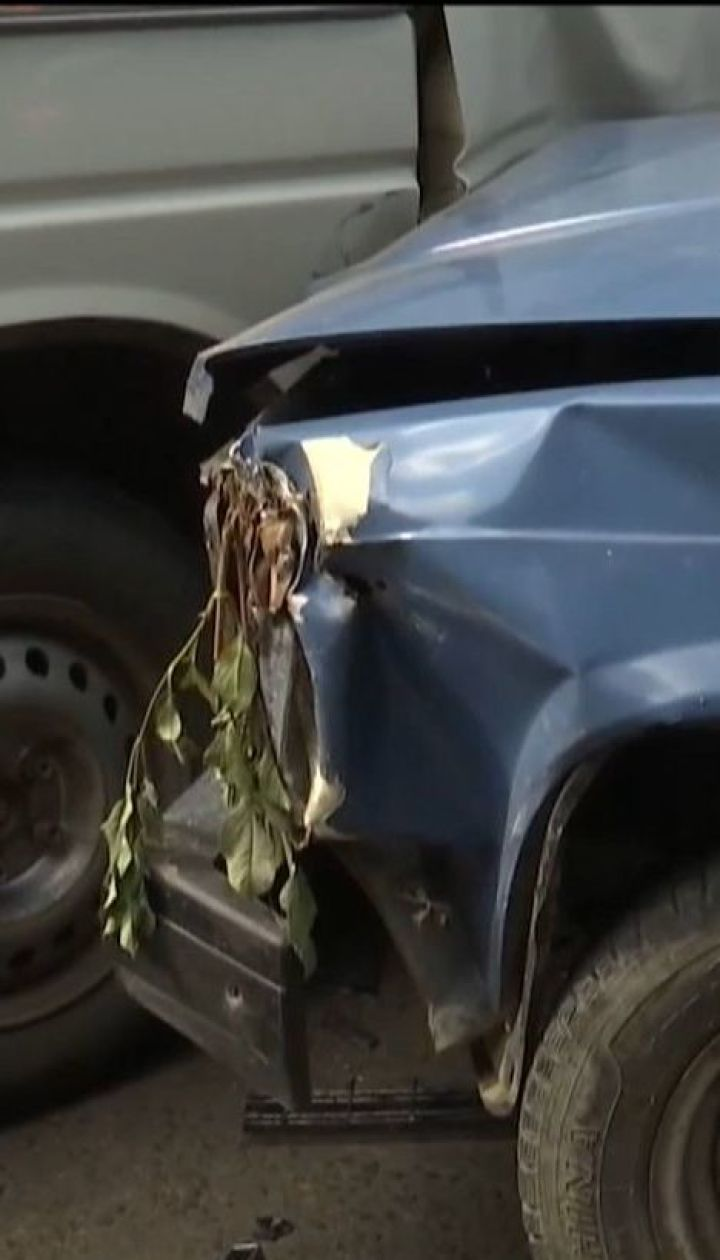 В Черновцах пьяный мужчина впервые сел за руль и протаранил 9 машин
