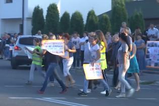 """Жители Ирпеня устроили акцию на """"дороге смерти"""" и угрожают перекрыть ее полностью"""