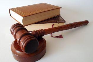 На Буковине до пяти лет приговорили мужчину, который привлекал женщин к сексуальной эксплуатации