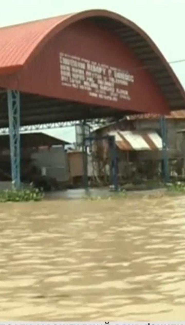 На Філіппінах сотні рятувальників дістають тіла загиблих від зсуву ґрунту