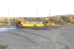 На Харьковщине во время движения сгорел дотла пассажирский автобус