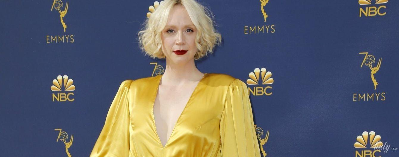 В мятом платье с глубоким декольте: неожиданный образ Гвендолин Кристи
