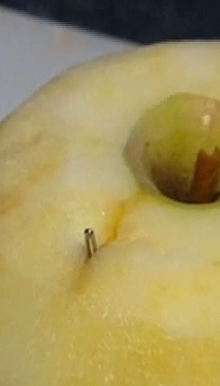 Полиция Австралии разыскивает злоумышленников, которые втыкают иглы в клубнику, яблоки и бананы