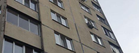 Девушка-подросток выпрыгнула с 11-го этажа высотки в Киеве