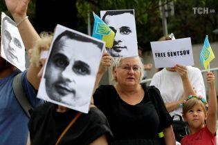 """""""Невідомо, чи він виживе"""". Сестра Сенцова розповіла про його стан"""