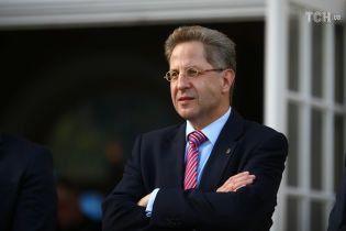 Голова німецької контррозвідки втратив посаду через висловлювання про напади на мігрантів у Хемніці