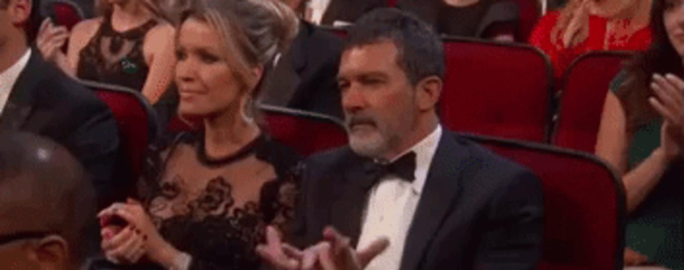 """Что с пальцами, Антонио: Бандерас насмешил юзеров странными аплодисментами на """"Эмми-2018"""""""