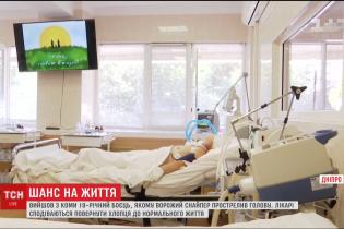 У лікарні вийшов із коми боєць, якому на Донбасі куля прострелила голову наскрізь