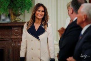 В шикарній сукні-пальті: красивий вихід Меланії Трамп
