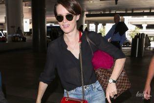 Сразу с двумя дорогими сумками и в поношенных кедах: Клэр Фой в Лос-Анджелесе