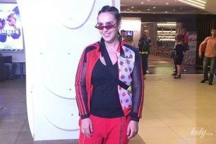 В спортивном костюме и с косичками: Джамала в стильном образе пришла на премьеру украинского фильма