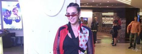 У спортивному костюмі і з кісками: Джамала у стильному образі прийшла на прем'єру українського фільму