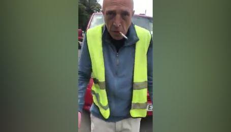 В Киеве парковщик без удостоверения грубо обругал водителя