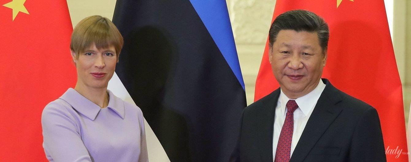 Получилось нежно: президент Эстонии Керсти Кальюлайд надела на встречу с коллегой лиловое платье
