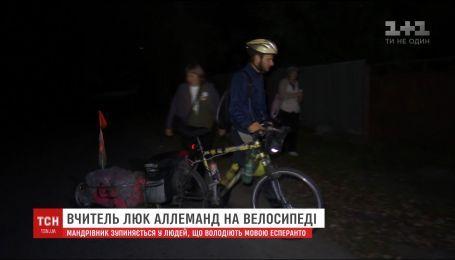 Вчитель на велосипеді за три місяці доїхав зі Швейцарії до Харкова та не планує зупинятися