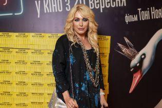 Звезды на премьере: Монро в платье с психоделическим принтом, Kishe в клетчатых шортах