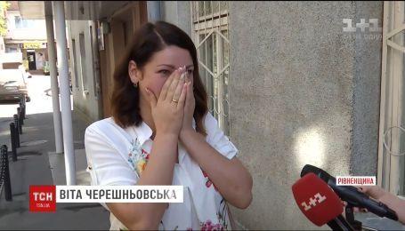 Суд оголосив рішення у справі виховательки, яку звільнили через фото у купальнику
